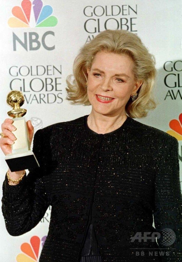 米ビバリーヒルズ(Beverly Hills)で開かれた第54回ゴールデン・グローブ賞(Golden Globe Awards)で、映画『マンハッタン・ラプソディ(The Mirror Has Two Faces)』でミュージカル・コメディー部門の助演女優賞を受賞した女優ローレン・バコール(Lauren Bacal)さん(1996年1月19日撮影)。(c)AFP/Kim Kulish ▼13Aug2014AFP 米女優ローレン・バコールさん死去、ハリウッド黄金期に活躍 http://www.afpbb.com/articles/-/3022962 #Lauren_Bacal