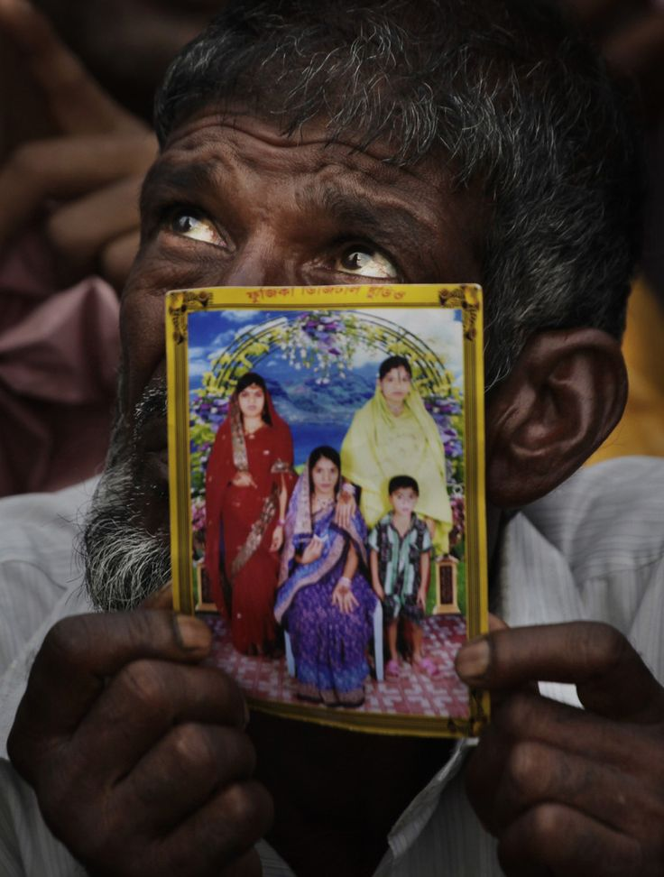 Man Searching For Loved Ones Following Rana Plaza Disaster - www.huffingtonpost.com.au