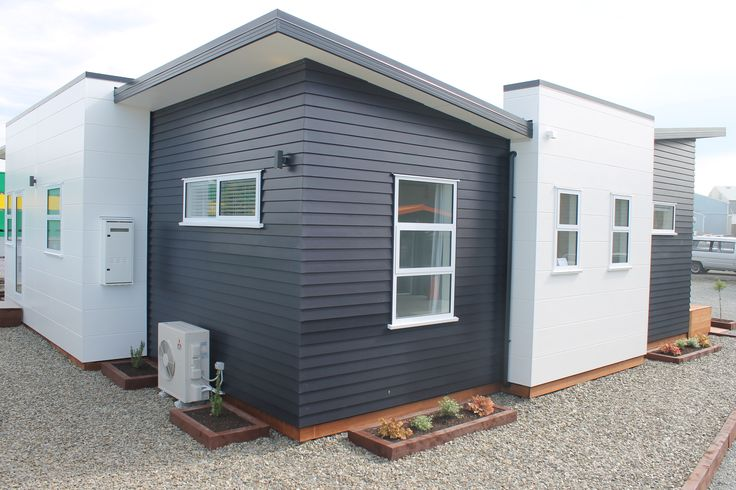 Add a twist to the traditional weatherboard look with dark paint | James Hardie Linea Weatherboard