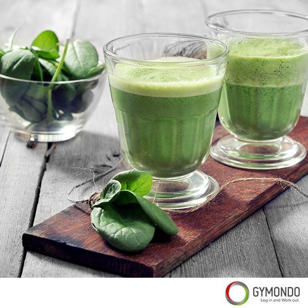 Grüner Smoothie: Trink Dich satt. Die grünen Smoothies sind nicht ohne Grund der neue Trend in der Fitness- und Ernährungsbranche. Sie sind reich an Vitaminen, Mineralstoffen, Spurenelementen und guten Proteinen. Der Mix aus Gemüse, Obst und Kräutern ist ohne jeden Zweifel gesund. Unseren Lieblings-Frühstückssmoothie findest du hier! Das Rezept und noch mehr leckere Rezepte findest Du kostenlos in der GYMONDO App >>> https://itunes.apple.com/de/app/gymondo-fitness-programme/id1011796416?mt=8