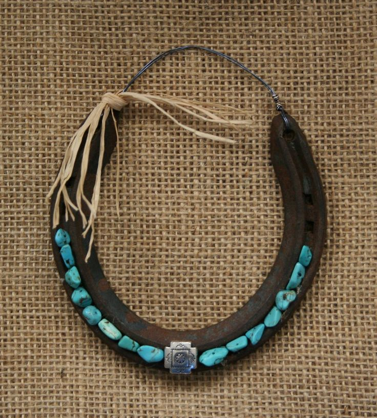724 best images about horseshoe decorated on pinterest for Horseshoe arts and crafts