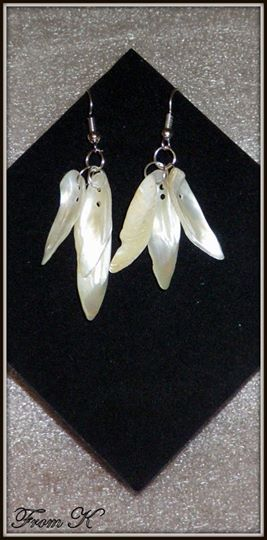 Lightweight #mother #pearl #dangle #earrings. Show off your angelic side with these feather-like earrings. Made with pure white mother of pearl. The sun catches the shades within the mother of pearl making them shimmer. These measure a length of 6 cm with the ear piece, but are as light as a feather. 8.00 Ron