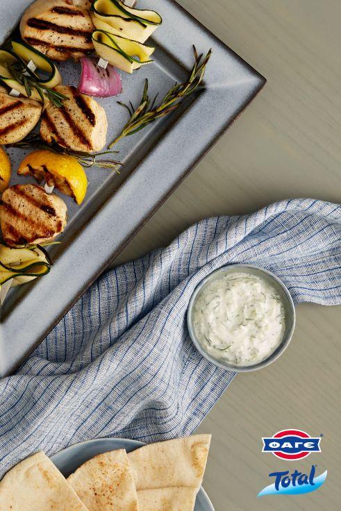 Υπάρχει πιο απολαυστικό dip από ένα παραδοσιακό τζατζίκι με Total; Συνοδεύει υπέροχα όλα τα κρέατα, ενώ μπορεί να γίνει και μαρινάδα.
