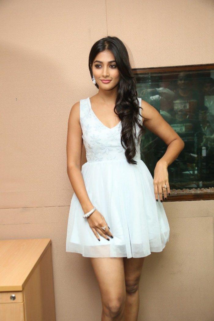 Pooja Hegde Height, Weight, Bra Size hot