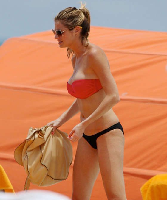 Erin Andrews – Bikini candids in Miami