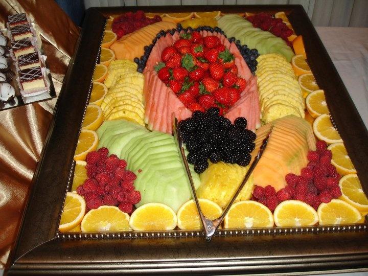 http://www.pinterest.com/justin13T/party-dinners/  Fruit Platter