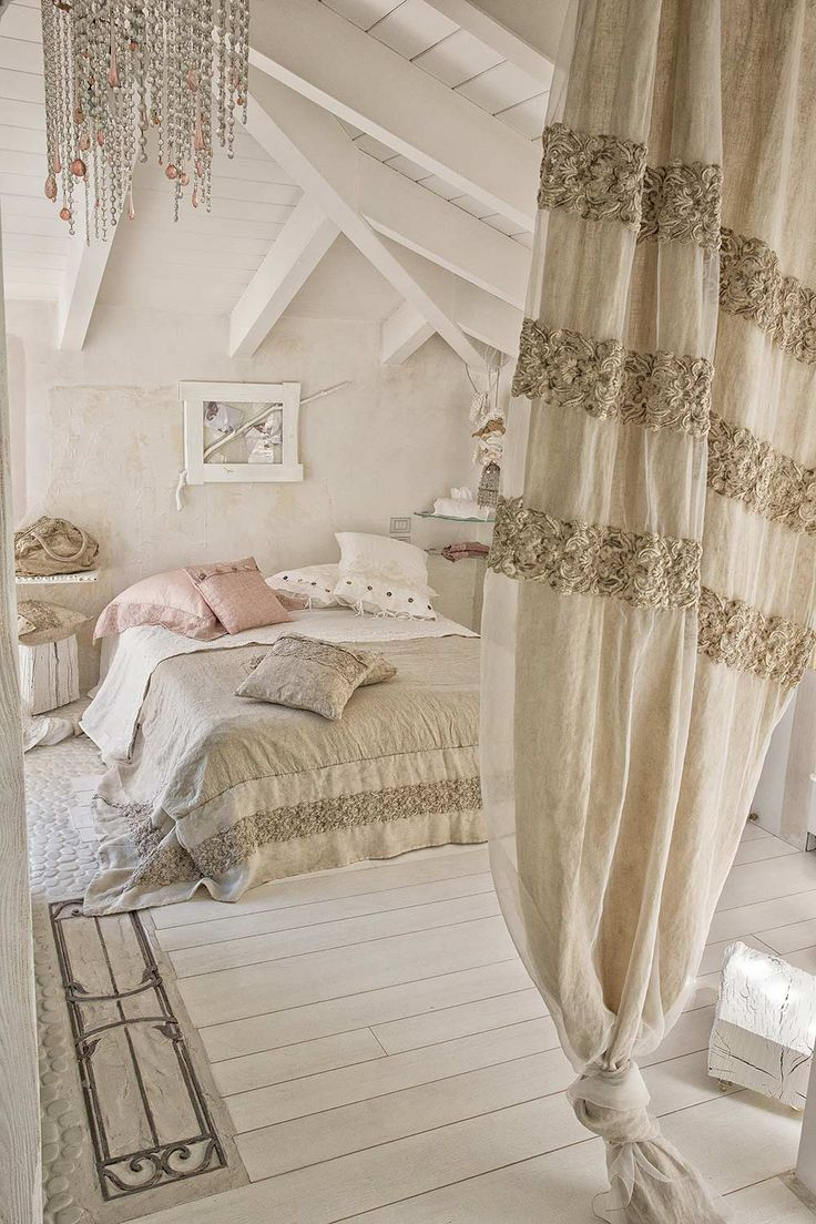 #danieladallavalle #artepura #bed #collection #design #style #home #linen #madeinitaly #lace #beige #earthtones #cozy #pillows #sweetdreams #room #courtain