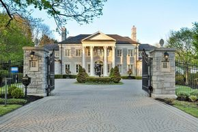 """The actual """"Mean Girls"""" mansion - mega mansions, dream homes, luxury real estate, celebrity homes, mansions for sale and ultimate kitchens on your computer, IOS and Android #mansion #dreamhome #dream #luxury http://mansion-homes.com/dream/the-actual-mean-girls-mansion-is-up-for-grabs/"""