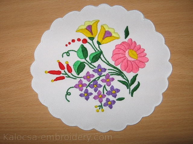 http://www.kalocsa-embroidery.com/gallery/big/kalocsa-embroidery-doilies-c-b9.jpg