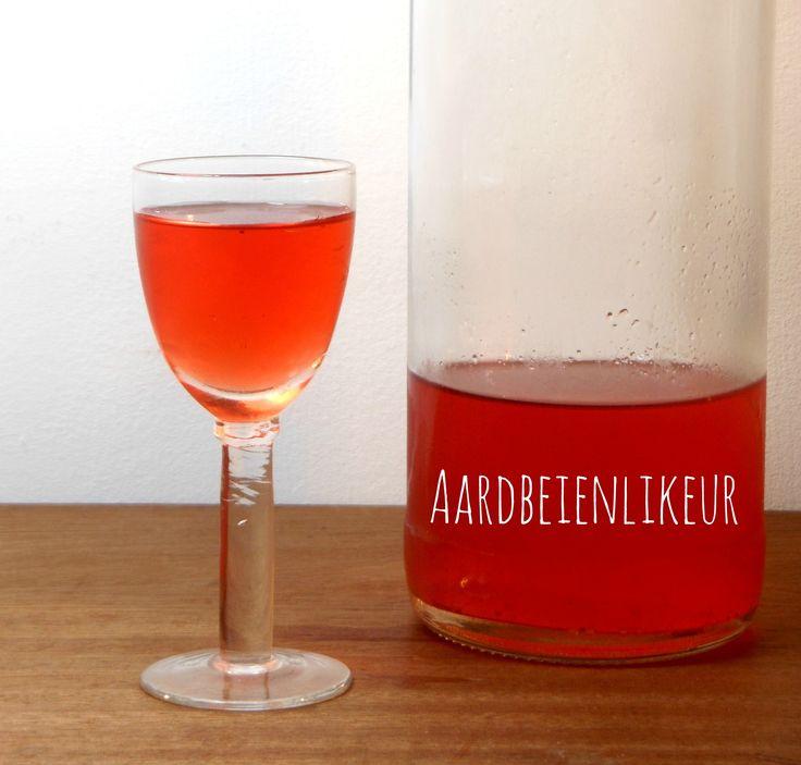 Aardbeienlikeur - Benodigdheden :  * aardbeien * wodka * suiker * water