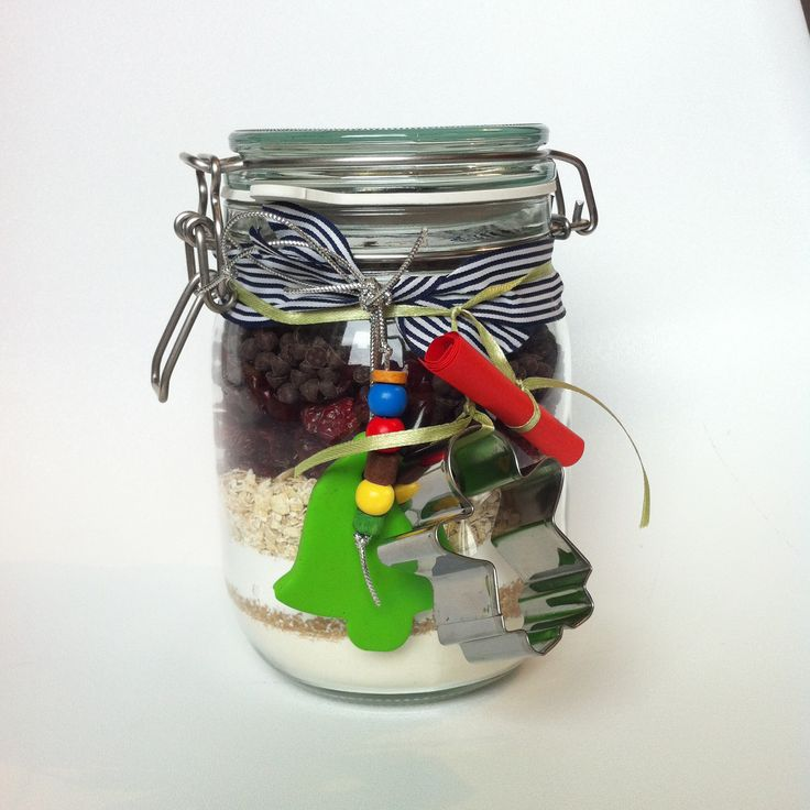 Biscuits in a jar! Mixture for biscuits, recipe and a cutter. Nice diy gift for Xmas!!
