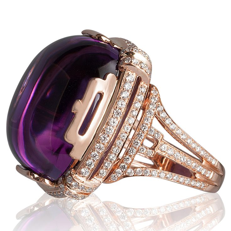 Goshwara                    Goshwara - Anello in oro rosa con diamanti e ametista cabochon.  - See more at: http://www.vogue.it/vogue-gioiello/shop-the-trend/2015/02/gioielli-ametista-viola#ad-image