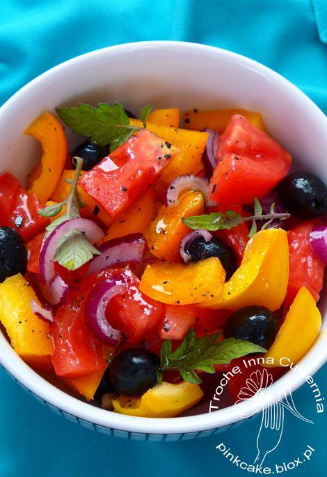 horiatiki, sałatka z liśćmi pomidora, jadalne liście pomidora