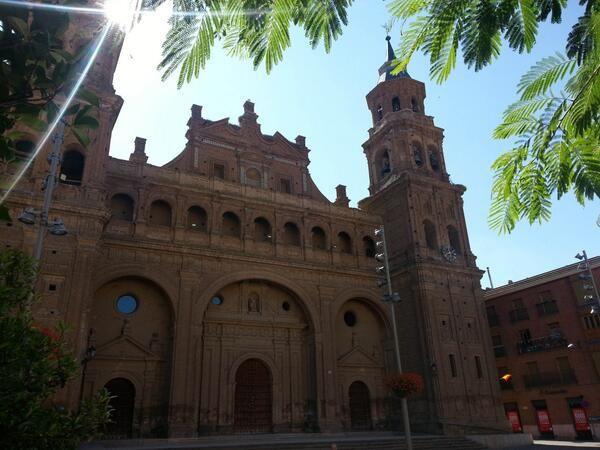 Colegiata de San Miguel, en #Alfaro. La única colegiata española realizada por completo en ladrillo. #LaRioja #inspiracionJyN