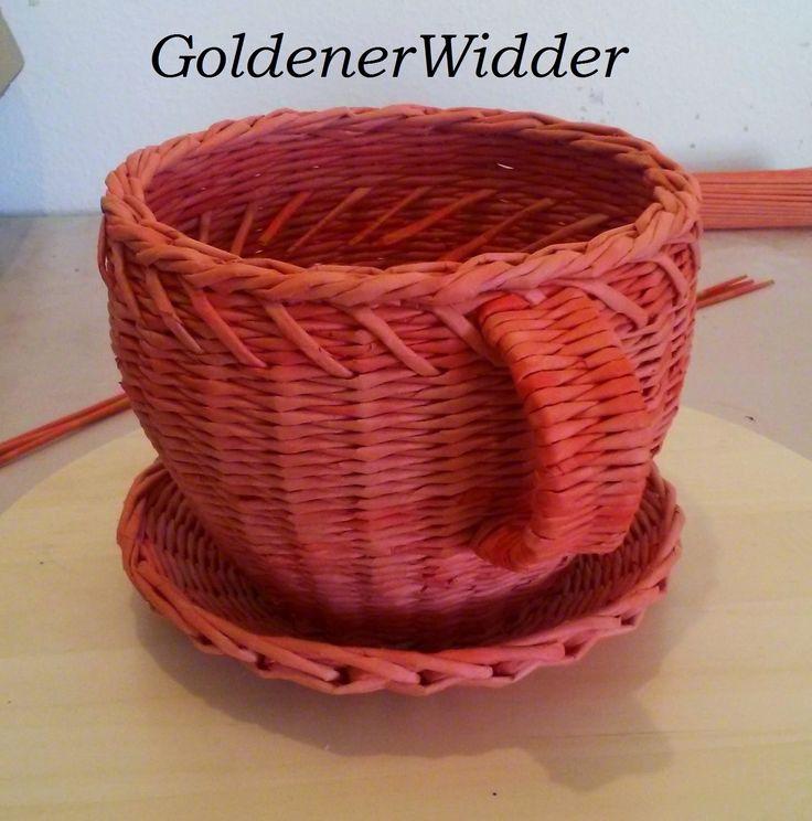 Плетение из газетных трубочек: Чаша для фруктов, конфет...
