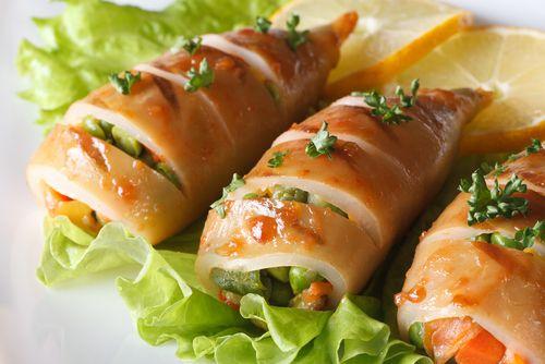 Αυτά τα γεμιστά καλαμαράκια με λαχανικά θα σου ανοίξουν την όρεξη - http://ipop.gr/sintages/psaria/afta-ta-gemista-kalamarakia-me-lachanika-tha-sou-anixoun-tin-orexi/