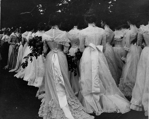 .Vintage Wedding Photos, Vintage Gowns, Fashion, Lawns Parties, Young Women, Victorian Dresses, The Dresses, Gardens Parties, White Gowns