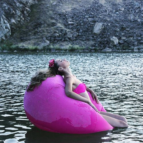 Pink bubble | By the lake | traveler series | last minute couture adventures | beachwear photoshoot | summer editorial