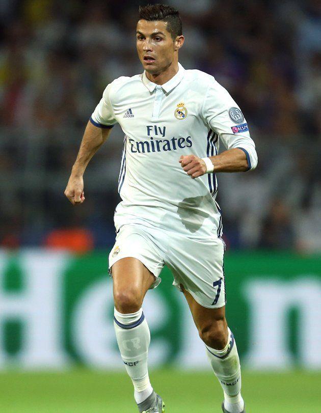 Real Madrid star Cristiano Ronaldo wins Alfredo... - Tribal Football