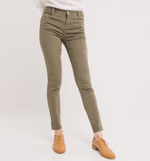 17 meilleures id es propos de skinnies kaki sur pinterest jeans skinny kaki tenue de jeans. Black Bedroom Furniture Sets. Home Design Ideas