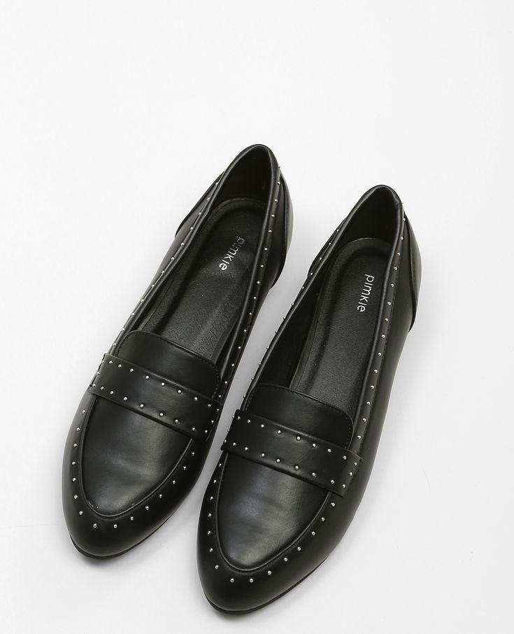Mocassins cloutés - Chic et cool, le mocassin clouté est la hit-shoe de la saison.