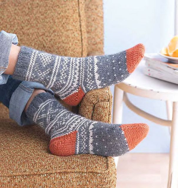Ravelry: Weekend Socks pattern by Mags Kandis