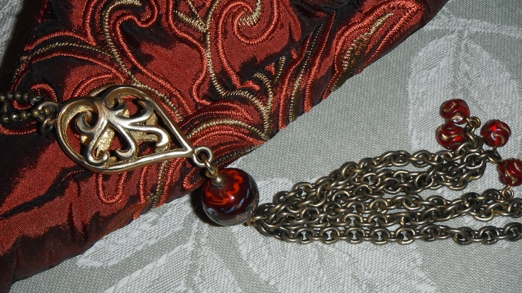 I added some jewellery hardware as an accent. It was originally a necklace from Value Village!