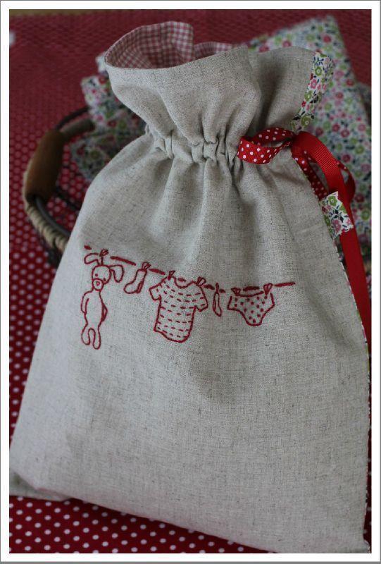 """Je suis vraiment fière.... et c'est tellement  bien brodé et utilisé sur ce joli sac.  (  dessin de notre livre """"Esprit d'atelier"""")"""