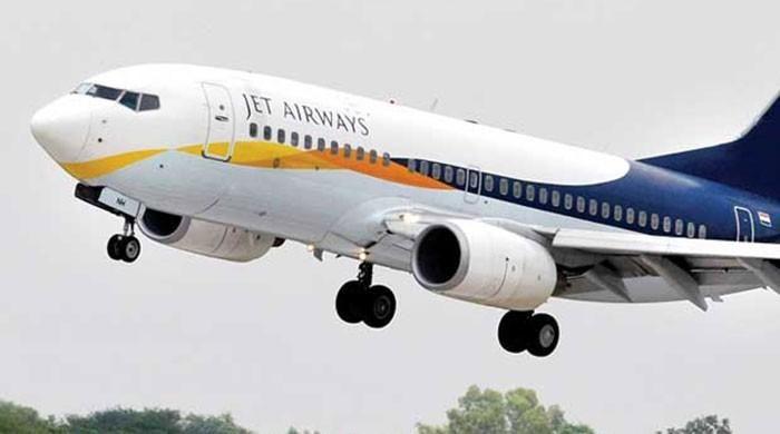 Jet Airways suspends pilot over racism, assault claims - https://www.pakistantalkshow.com/jet-airways-suspends-pilot-over-racism-assault-claims/ - https://www.geo.tv/assets/uploads/updates/2017-04-26/l_139577_105032_updates.jpg