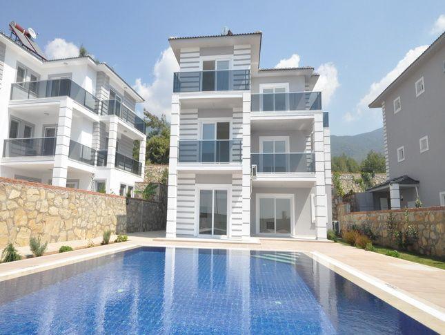 Продается новая вилла в Турции на курорте Оваджык Вилла двухэтажная, постройки 2014 года, площадью 195 м2, с 4 спальными и 2 ванными комнатами, гостиной с встроенной кухонной зоной, террасами, проведенной системой отопления, бойлером, сигнализацией.  На участке, площадью 700 м2, расположен бассейн и место для парковки. Цена: 307000 евро #недвижимостьвтурции, #квартиравтурции, #недвижимостьвфетхие, #апартаментывтурции, #апартаментывфетхие