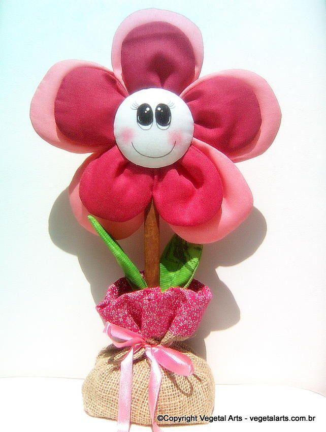 Peso de Porta Menina Flor (pink) - Peso para porta confeccionado em tecido de algodão, caule de canela, acabamento em juta e cetin e detalhes pintados a mão.