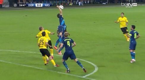 Koscielny joue au Volleyball contre le Borussia vs Arsenal (vidéo) - http://www.actusports.fr/118350/koscielny-joue-au-volleyball-contre-borussia-vs-arsenal-video/