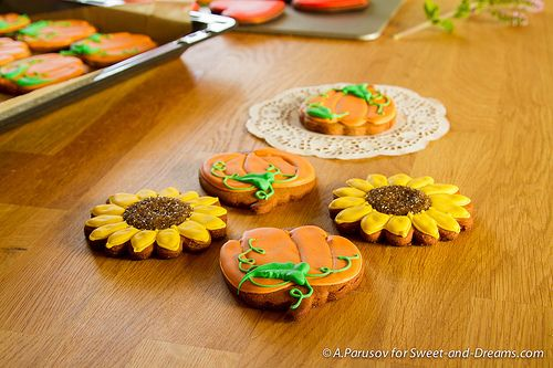 Gingerbread sunflowers and pumpkins