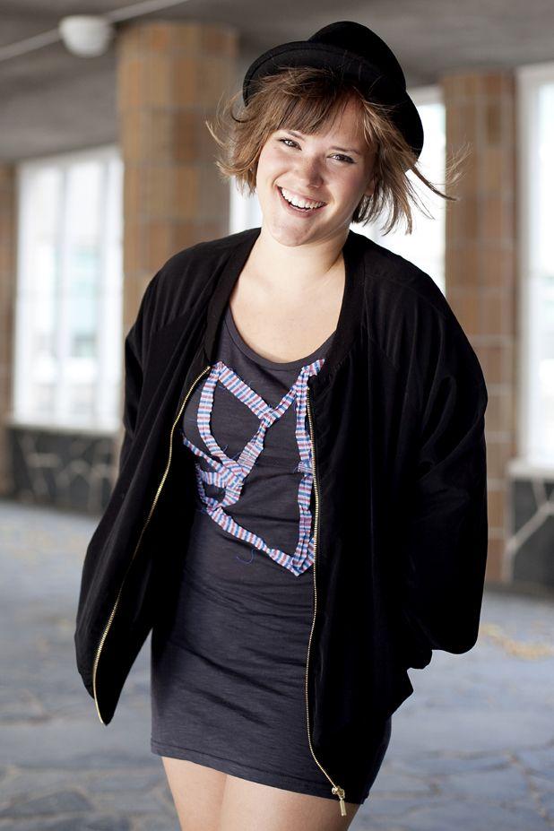 Klänning med hjärta av tygstuvar. Instruktioner för hur du gör finns här: http://martha.fi/svenska/ekologi/garderoben/topp3/