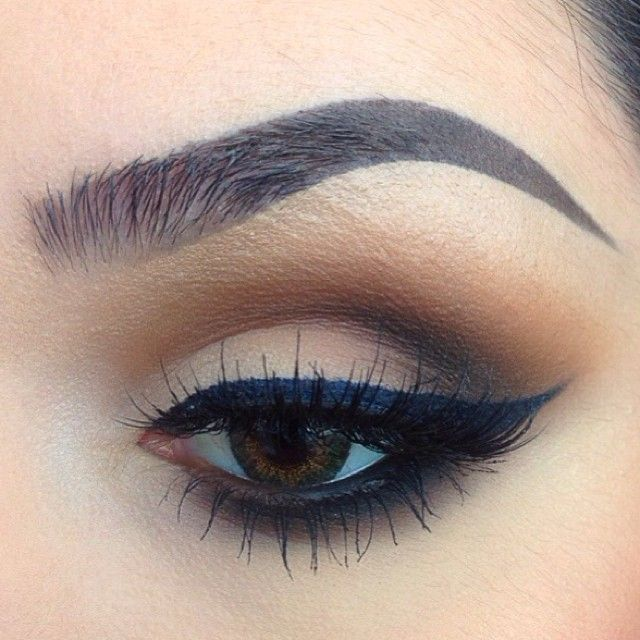 Love this! Looks like a nude matte shadow in the lid a d soft brown and a rust matte shadows in crease with a dark black in outer v ! Then with the winged liner its perfection!