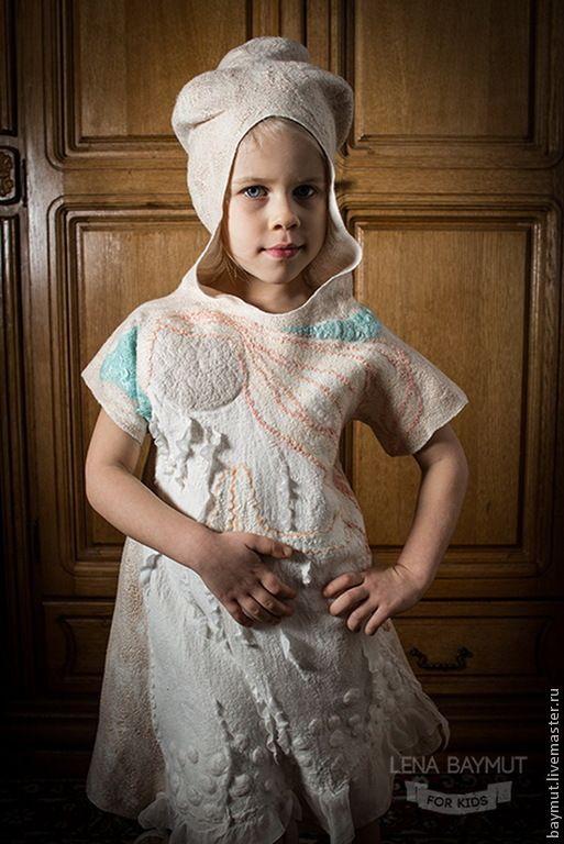Купить Обережное валяное платье с ангелом-девочкой - бежевый, рисунок, песочный цвет, золотистый блеск
