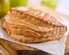 Chaussons aux pommes de ma grand-mère http://www.cuisineaz.com/recettes/chaussons-aux-pommes-de-ma-grand-mere-71311.aspx