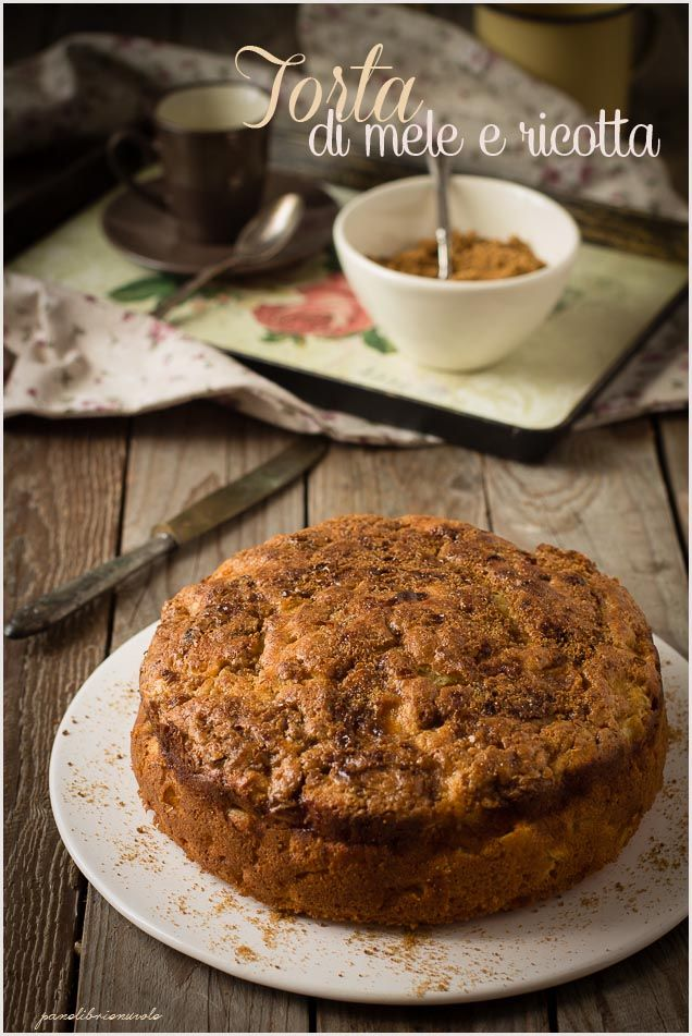 Che invenzione la torta di mele! Niente di più buono, semplice e anche salutare con cui fare merenda o colazione. Ovviamente parlo della