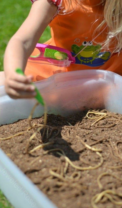 """Digging for """"worms"""" - a fun activity that will have the kids laughing and screeching. {Can you guess what was used for worms? So realistic!}"""