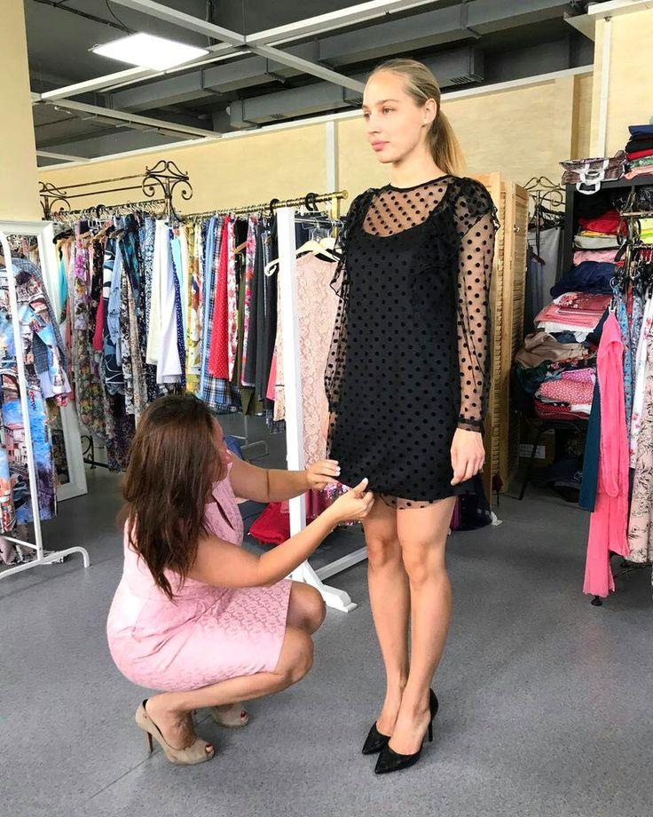 Каждую неделю у нас проходят примерки на которых решается дальнейшая судьба платьев. Ольга Гринюк вносит коррективы по моделям и принимает окончательное решение. ___________________________ Дизайнер - @olgagrinyuk Каталог - @olgagrinyuk_shop МОСКВА @olgagrinyuk.moscow ___________________________ #платьядлясчастья #olgagrinyuk #ольгагринюк#российскиедизайнеры #красивыеплатья #платьявналичии #dress #мода #стиль #какбытькрасивой #look #shop #photo