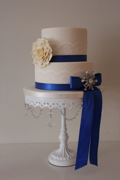 Two tier wedding cake - by Tillymakes @ CakesDecor.com - cake decorating website