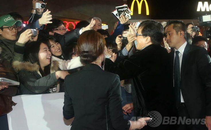 韓国・ソウル(Seoul)で開催された新作映画『警察故事2013(Police Story 2013)』のプレミア上映会に登場したジャッキー・チェン(Jackie Chan、2014年1月17日撮影)。(c)STARNEWS ▼20Jan2014AFP|ジャッキー・チェン、新作映画PRのため訪韓 http://www.afpbb.com/articles/-/3006832 #Seoul #Police_Story_2013 #Jackie_Chan