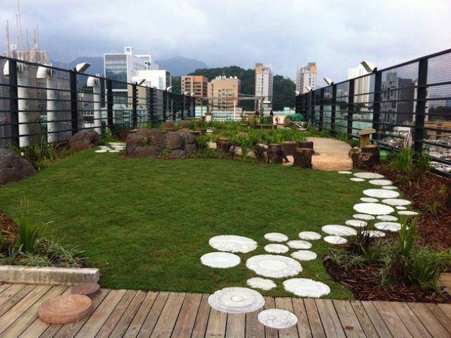 terrasse Pfad rundsteine-rasenfläche extensive dachbegrünung