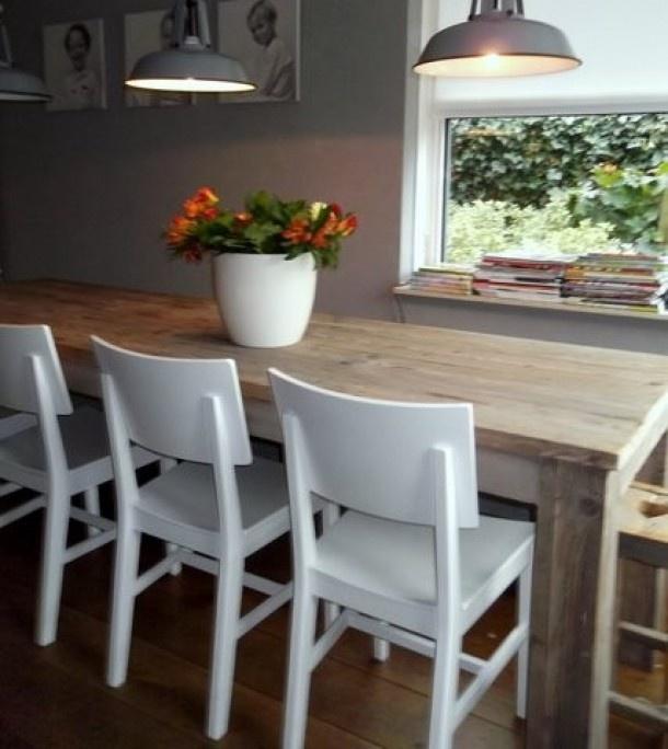 Inspirerend | In de keuken, bij een raam, een heerlijke leefplek gemaakt. Door laurie89