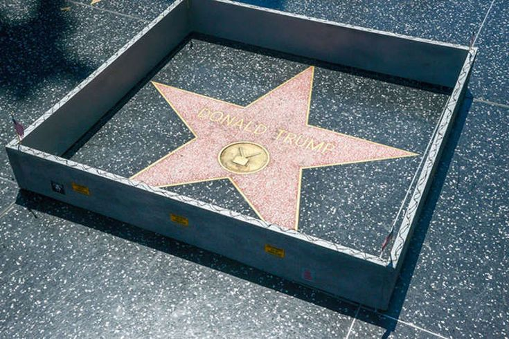 plastic jesus  - autour de l'étoile de Donald Trump sur le walk of fame