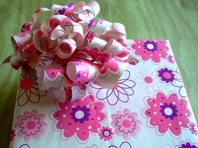 wrapping paper bows