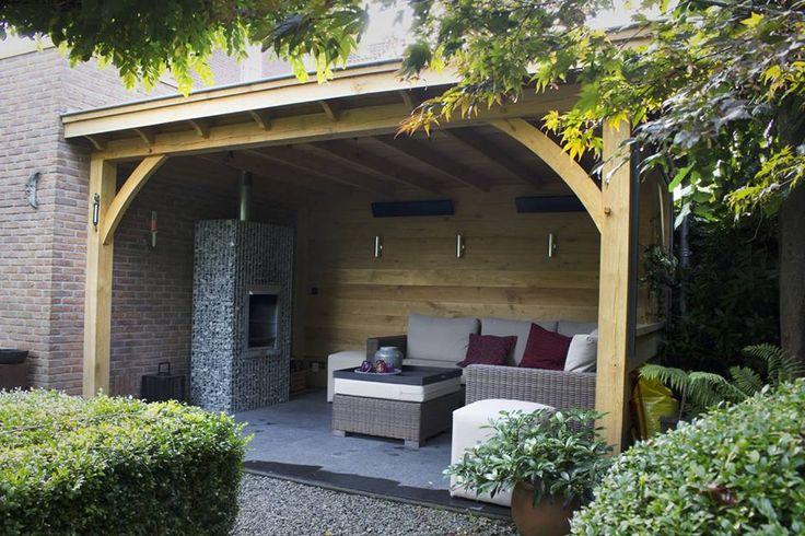 Overkapping met loungeset. www.bronkhorstbuitenleven.nl