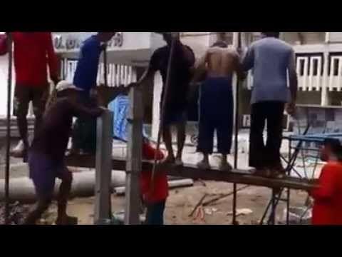 Albañiles mexicanos nos muestran el significado de trabajo en equipo. ¡Muy bueno! - YouTube