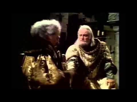 "Richard II: ""This Sceptered Isle"" speech 0:00 - An Age of Kings, 1960, Edgar Wreford 2:01 - BBC Shakespeare, 1978, John Gielgud 3:58 - Shakespeare's Globe, 2003, John McEnery 5:35 - The Hollow Crown, 2012, Patrick Stewart"