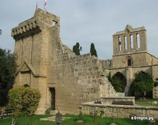Аббатство Беллапаис  Кипр Кирения (Гирне)